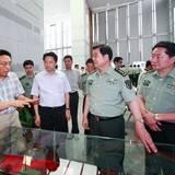 南京军区司令员赵克石中将参观世博江西馆