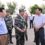 廣州軍區司令員徐粉林到東蘭視察旱情