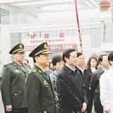成都军区司令员李世明一起调研八一康复中心建设情况