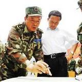 成都军区司令员李世明看望宁夏消防救援队