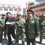 吳雙戰看望黃金部隊新戰士